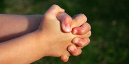 Biddende-kinderhanden